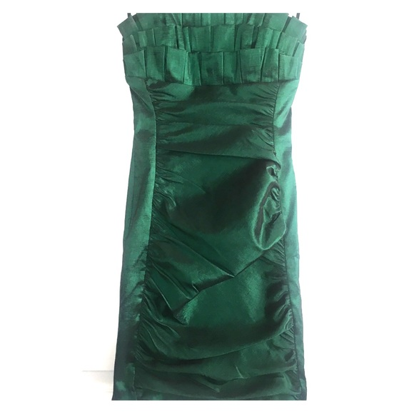42cb244014 Emerald Green Semi Formal Dress. M 5b198f3b5c445203400e86f5